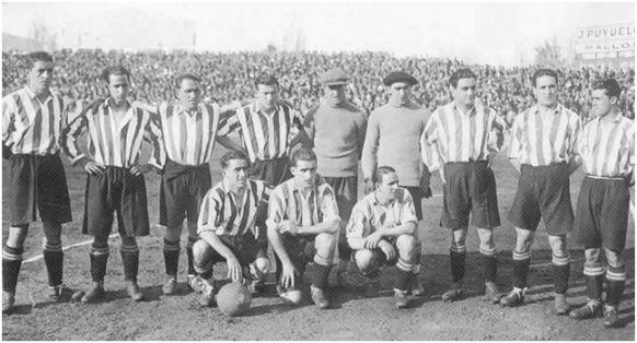 Formación 1930-31. Arriba: Muguerza, Chirri II, Urkizu, Lafuente, Blasco, Ispizúa, Uribe, Unamuno, Castellanos. Abajo: Bata, Roberto Etxebarria, Gorostiza.