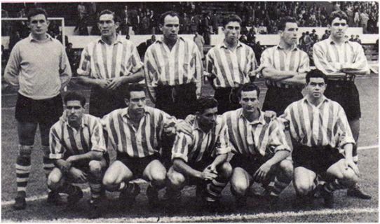 Formación 1954-55: De pie: Carmelo, Venancio, Zarra, Fede. Bilbao, Mauri, Artetxe. Agachados: Orúe, Maguregi, Manolín, Canito, Arieta I.