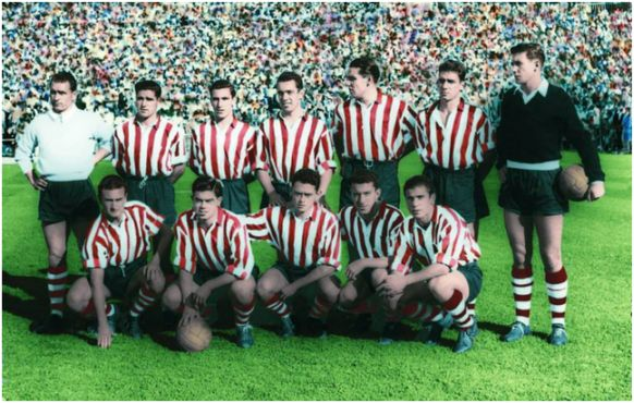 Formación 1955-56: De pie: Lezama, Orúe, Mauri, Maguregi, Garay, Artetxe, Carmelo. Agachados: Canito, Arieta I, Uribe, Markaida, Gainza.