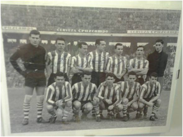 Formación 1959-60: De Pie: López, Rentería, Canito, Garay, Koldo Aguirre, Mauri. Agachados: Arieta I, Markaida, Artetxe, Uribe, Beitia.
