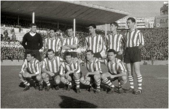 Formación 1961-62. De Pie: Carmelo, Orúe, Canito, Echeberria, Iturriaga, Etura. Agachados: Artetxe, Koldo Aguirre, Arieta I, Mauri, Uribe.