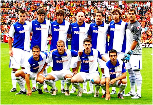 Formación 2010-11: De pie: Aurtenexe, San José, Iturraspe, Toquero, Gabilondo, Amorebieta, Iraizoz. Agachados: Gurpegi, Ion Vélez, Susaeta, Iraola.