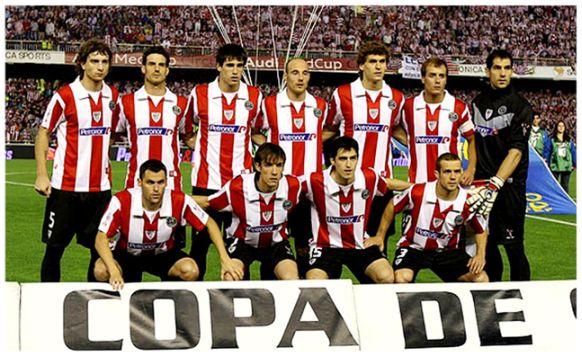Formación 2008-09: De pie: Amorebieta, Aitor Ocio, Javi Martínez, Toquero, Llorente, Yeste, Iraizoz. Agachados: Orbaiz, David López, Iraola, Koikili.
