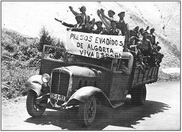 Escena de guerra en el Norte. Muchos presos liberados o evadidos tras la toma por los nacionales de distintas poblaciones, reforzaban de inmediato las posiciones del frente.