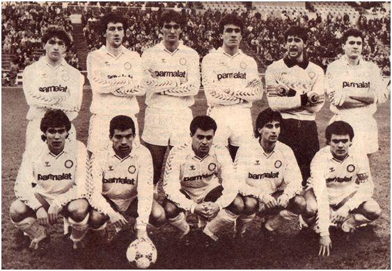 Formación 1987-88: De pie: León, Mandía, Aldana, Guillermo, Canales, José Maria. Agachados: Aragón, Santi, Salmerón, Gay, Clemente.