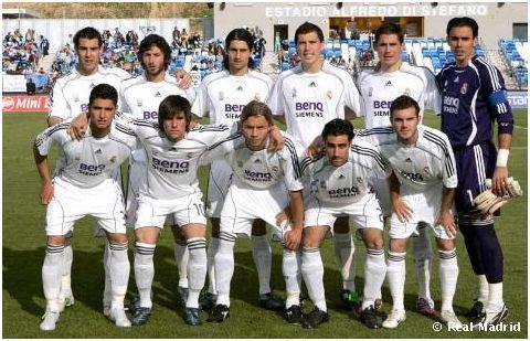 Formación 2006-07: De pie: Negredo, Granero, De la Red, Agus, Javi García, Codina. Agachados: Nieto, Adrián González, Dani Guillén, Palencia, Mata.
