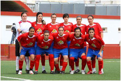 La UD Collerense que se impuso al FC Barcelona (2–1) en octavos de la Copa de la Reina, 2 de mayo de 2010 (www.futbolbalear.es)