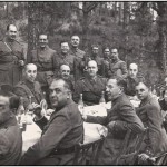 Mandos militares durante el banquete en los pinares de Tenerife, durante unas maniobras. Aquella concentración constituyó una decisiva toma de posiciones, plasmada no mucho más tarde en el alzamiento armado y la inmediata Guerra Civil.