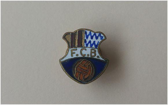 Antigua insignia del primer escudo del F.C. Badalona. Archivo del autor.