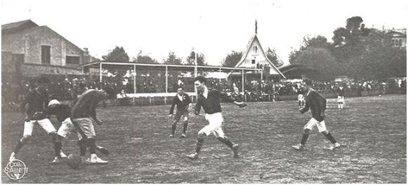 Uno de los enfrentamientos entre el F.C. España y el F.C. Andresense (Stadium nº 11). Biblioteca de l'Esport. Consell Català de l'Esport.