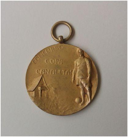 Una de las medallas entregadas a los jugadores en la final de la Copa Canaletas. Archivo del autor.