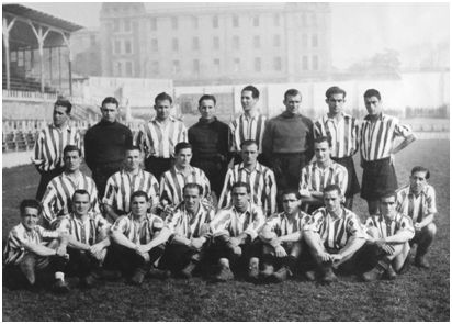 Plantilla de jugadores del Atlético de Bilbao en la temporada 1941-42. De pie y de izquierda a derecha: Mieza, Raimundo Pérez Lezama (Lezama), Arqueta, Echevarría, Oceja, Leicea, Ereñaga y Bilbao. Arrodillados, de izquierda a derecha: Ortúzar, Celaya, Viar, Bertol y Ortiz. Agachados, de izquierda a derecha: Iriondo, Valle, Gaínza, Unamuno I, Zarra, Gárate, Panizo, Elices y Urra. (Autor: Germán Elorza Arrieta. Archivo Athletic Club).