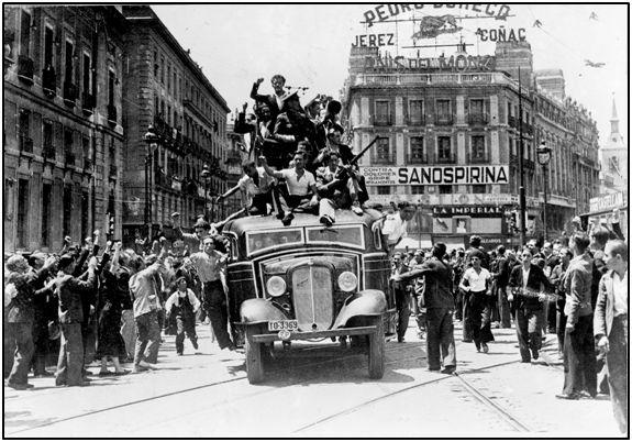 Voluntarios en Madrid, cuando durante el verano de 1936 estaban convencidos de aplastar rápidamente al ejército sublevado. Muchos de ellos no vivirían para ver la paz.