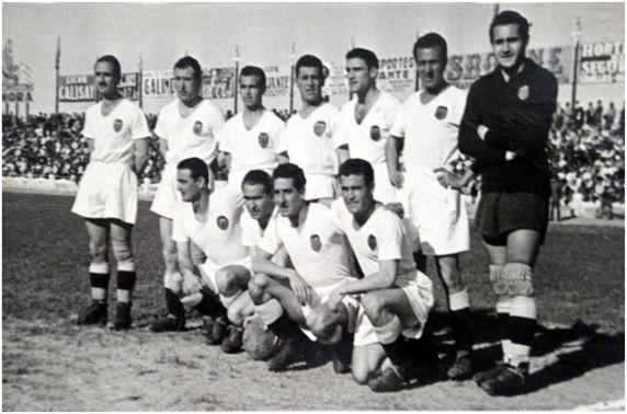 Formación 1946-47: Arriba: Álvaro, Asensi, Giraldós, Amadeo, Monzó, Menargues, Eizaguirre. Agachados: Morera, Igoa, Díaz, Epi.