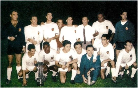 Valencia Copa de Ferias 1961-62. Jugadores: De pie: Zamora, Piquer, Quincoces, Mestre, Chicao. Agachados: Ribelles, Waldo, Sastre, Héctor Núñez, Yosu, Guillot.