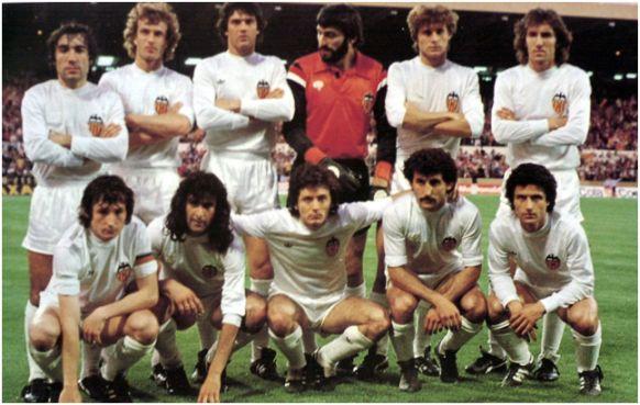 Valencia Campeón de Recopa 1979-80. De pie: Carrete, Bonhof, Botubot, Pereira, Tendillo, Arias. Agachados: Saura, Kempes, Subirats, Pablo, Solsona.