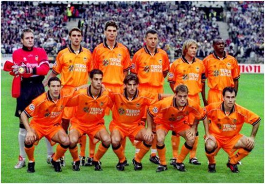 Subcampeón de Liga Campeones 2000 De pie: Cañizares, Claudio López, Pellegrino, Djukic, Mendieta, Angloma. Agachados: Kily González, Gerard López, Angulo, Farinós, Gerardo.