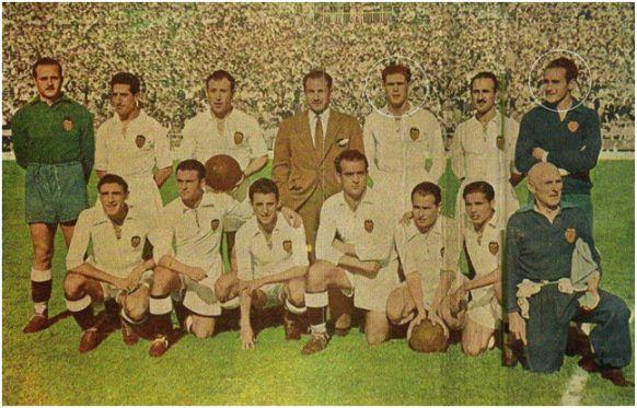 Campeón de Copa 1949. De Pie: Pérez, Díaz, Asensi, Puchades, Álvaro, Eizaguirre. Agachados: Monzó, Epi, Pasieguito, Mundo, Igoa, Seguí.
