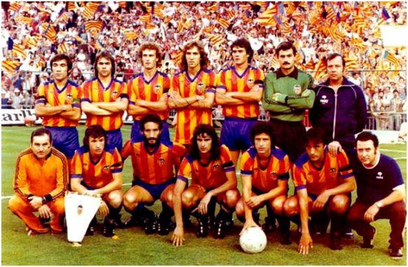 Campeón Copa del Rey 1978-79. De pie: Carrete, Cerveró, Bonhof, Arias, Botubot, Manzanedo. Agachados: Saura, Castellanos, Kempes, Solsona, Felman.