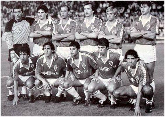 Formación 1986-87: De pie: Amador, Parra, Núñez M., Vidaña, Pérez García, Tendillo. Agachados: Delgado, Sánchez J.V., Manolo S., Guina, Moyano.