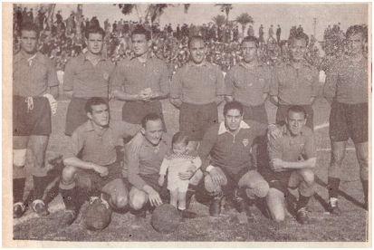 Formación 1944-45: De pie Telechía, Tito II, Morera, Bescós, Martínez M., Novo, Mariages. Agachados: Narro, Domènech, Trías, Castro A.