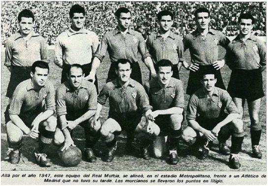 Formación 1946-47. De pie: Ortega, Serer, Mieza, Rubio, Narro, Ubis.  Agachados: Zamorita, Bescós, Camps, Ara, Cervera.