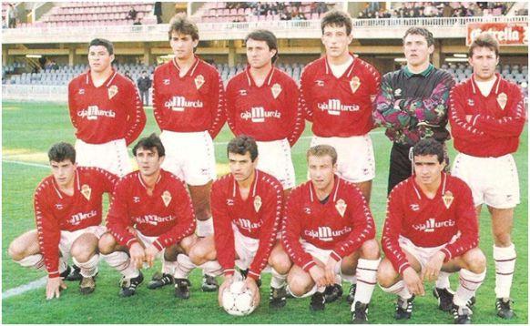 Formación 1993-94: De pie: Camacho, Rodolfo, Almagro, Juanjo, Abellán, Juanito. Agachados: Luengo, Corbalán, Crespí, Óscar y Julio.
