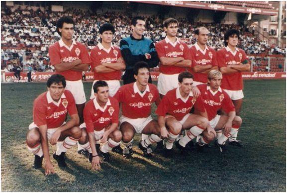 Formación 1990-91: De pie: Correa, Comas, Tubo Fernández, Sánchez F., Núñez, Aquino. Agachados: Zambrano II, Juanito, Juanjo, Eraña, Pérez García.