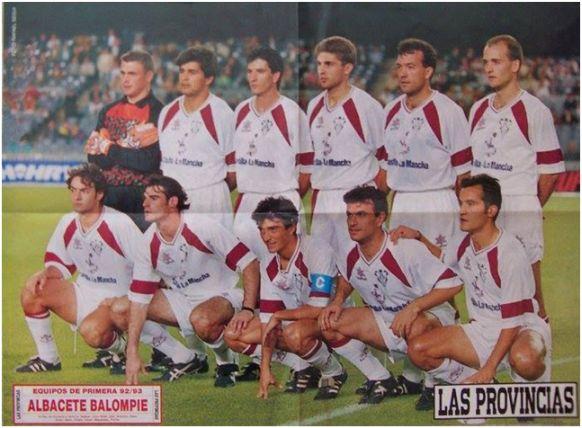 Formación 1992-93: De Pie: Unanua, Zalazar, Julio Soler, Geli, Antonio, Coco. Agachados: Santi Denia, Oliete, Catali, Menéndez, Pinilla.