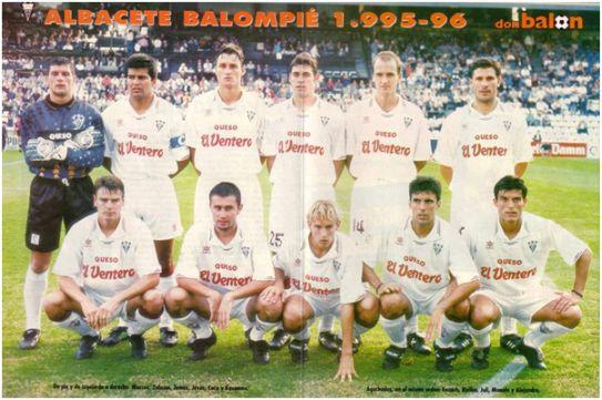 Formación 1995-96: De pie: Marcos, Zalazar, Tomàs, Jesús, Coco, Kasumov. Agachados: Escaich, Bjeliça, Juli, Manolo, Alejandro.
