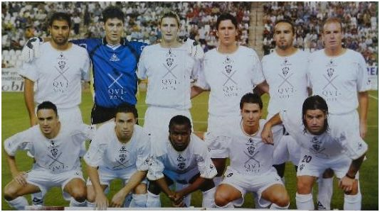 Formación 2004-05: De pie: Buades, Valbuena, Rubén, Gaspar, Mingo, Jaime S. Agachados: Momo, Rubén Castro, Lawal, Álvaro Rubio, Pacheco.
