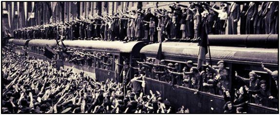 La despedida de la División Azul resultó apoteósica. Varios cientos de voluntarios se reengancharon tras la primera repatriación, entre ellos Enrique Molina. Otros, cuando el cuerpo fue disuelto, se enrolaron en un ejército alemán que empezaba a deglutir el agror de la derrota.