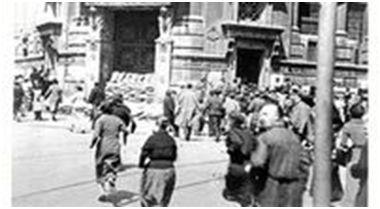 Instantánea de un bombardeo fascista ordenado por el General Mola y perpetrado el 25 de septiembre de 1936 sobre Bilbao.