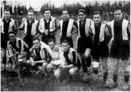 Alineación del Guecho, Campeón Vasco-Navarro en la temporada 1934-35. Tomás Aguirre es el segundo agachado por la izquierda. Fuente: Archivo del Getxo, F. C.