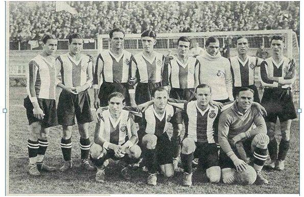 Formación 1931-32. De pie: Pausás, Besolí, Saprissa, Solé, Layola, Florenza, Moliné, Cristiá. Agachados: Edelmiro, Juvé, Prat.