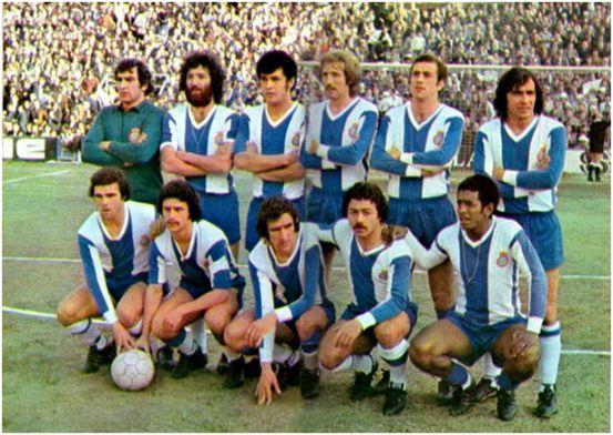 Formación 1975-76. De pie. Echeverría, Ramos, Ortiz Aquino, Verdugo, Ferrer, Osorio. Agachados: Cuesta, Solsona, Amiano, Caszely, Jeremías.