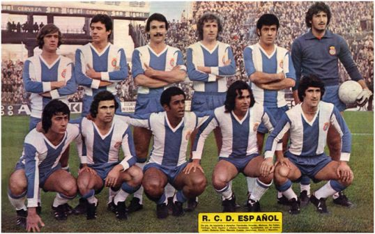 Formación 1976-77. De pie: Fernández Amado, Molinos, De Felipe, Verdugo, Ortiz Aquino, Gato Fernández. Agachados: Cino, Cuesta, Jeremías, Osorio, Marañón.