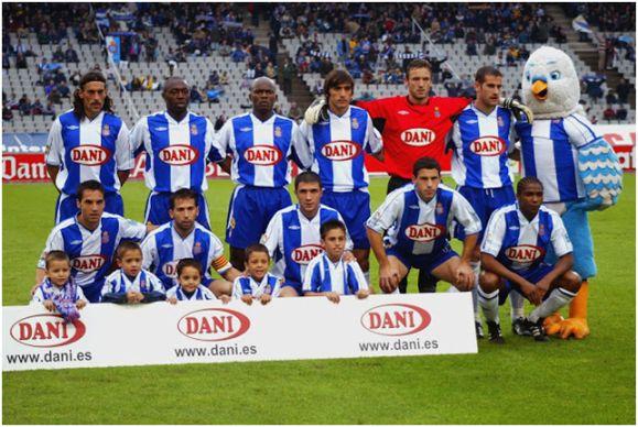 Formación 2003-04: De pie: Torricelli, Domoraud, Wome, Tayfun, Lemmens, Lopo. Agachados: David García, Tamudo, Morales, Maxi Rodríguez, Bobson.