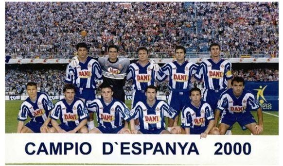 Formación Campeonato de España-Copa de Su Majestad el Rey 2000: De pie: Nando, Cavallero, Cristóbal, Pochettino, Arteaga. Agachados: Galca, Roger, Sergio, Toni Velamazán, Tamudo, Posse.