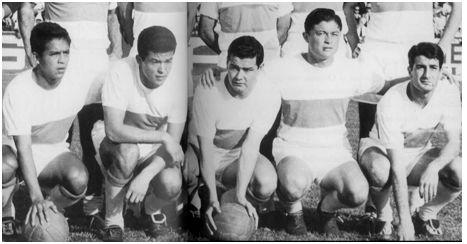 La delantera del Clero: Cardona, Lezcano, Eulogio Martínez, Romero, Oviedo.