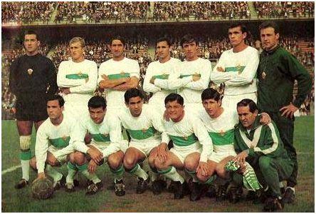 Formación 1966-67: De pie: Pazos, Ballester, Iborra, Canós, Lico, Llompart, Blas. Agachados: Vavá, Lezcano, Casco, Romero, Villapún.
