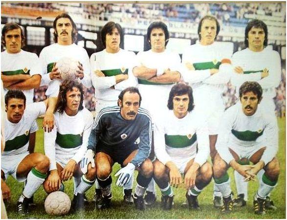 Formación 1976-77: De pie: Melenchón, Dominichi, Trobbriani, Indio, Montero, Benítez. Agachados: Sitjà, Finarolli, Esteban, Gómez Voglino, Félix.