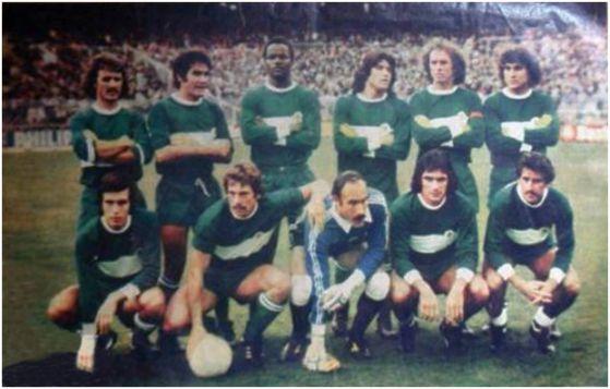 Formación 1977-78: De pie: Cortés, Indio, Gilberto, Trobbiani, Montero, Insaurralde. Agachados: Antón, Sitjà, Esteban, Gómez Voglino, Félix.