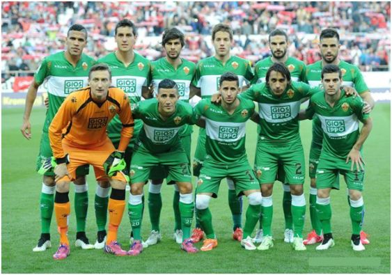 Formación 2014-15: De pie: Jonathas, Roco, José Ángel, Pasalic, Lombán, Cisma. Agachados: Tyton, Fajr, Coro, Damián Suárez, Víctor Rodríguez.