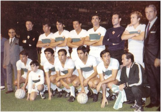 Formación Subcampeón Copa 1969: De pie: Araquistain, González, Iborra, Lezcano, Llompart, Blas, Ballester. Agachados: Serena, Curro, Vavá, Casco, Asensi.