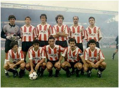 Formación 1989-90. De pie: Pérez, Comas, Herrero J.C., Ruggieri, Chiri, López Pérez. Agachados: Sánchez Lorenzo, Jorge, Alzamendi, Ángel, Cruz.