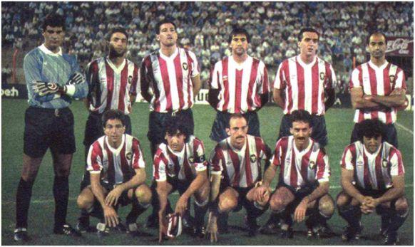 Formación 1987-88: De pie: Pérez, Casimiro Torres, Adriano, Adolfo, Martín, Chiri. Agachados: Sánchez Lorenzo, Albis, Abadía, Ángel, Jorge.