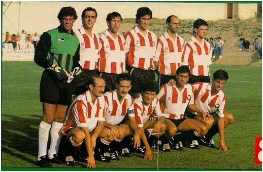 Formación 1988-89: De pie: Pérez, Martín I., Comas, Herrero J.C., Chiri, López Pérez. Agachados: Abadía, Ángel, Cruz, Adolfo, García Barrero.