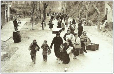 """Civiles huyendo del avance """"nacional"""" en la franja Norte, ateridos de frío."""