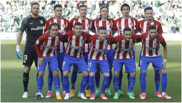 Formación 2016-17: Arriba: Oblak, Giménez, Gabi, Filipe, Savic, Saúl. Abajo: Griezmann, Lucas Hernández, Gameiro, Koke, Carrasco.